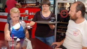 Tranzit Café megváltozott  munkaképességű felszolgálója