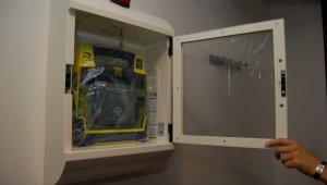 Egységes jelzés kerül a defibrillátoros épületekre