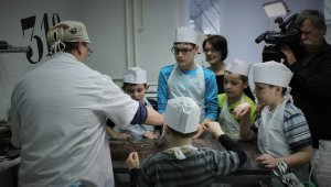 Élményterápia autista gyerekeknek a Kockacsokinál
