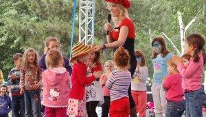 Gyereknapi rendezvények és strandnyitások a hétvégén